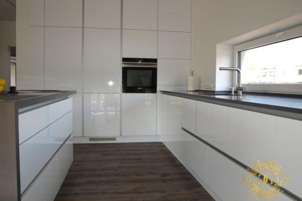 Blizgi virtuvė Balta-pilka1-800x600a