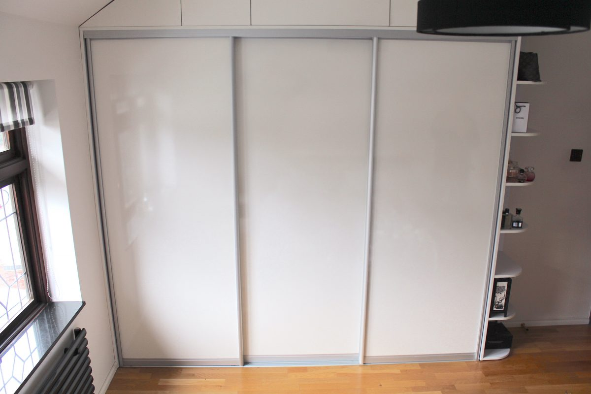 Glossy sliding door wardrobe